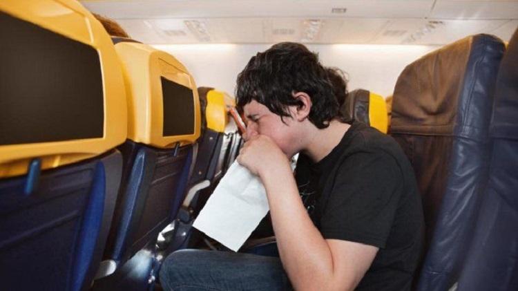 Mabuk perjalanan di dalam pesawat, Sumber: kompasiana.com